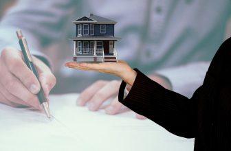 marketing imobiliário - Casa - Assinando contrato de compra e venda e imóvel